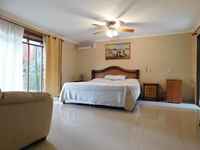 Super Habitación Suite en Casa Medellin! - Medellín - Dům