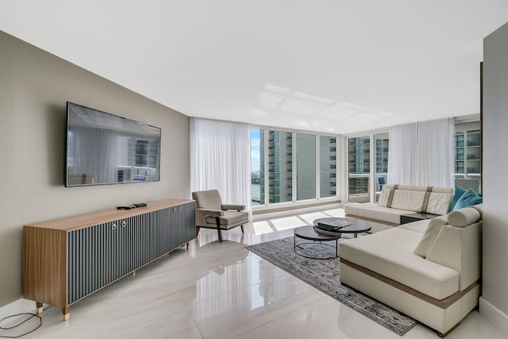 Downtown Miami | Luxury Two Bedroom Waterfront Condo w/Free Valet Parking