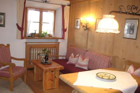 Galeriewohnung :unten Wohnen - oben Schlafen - Rottach-Egern