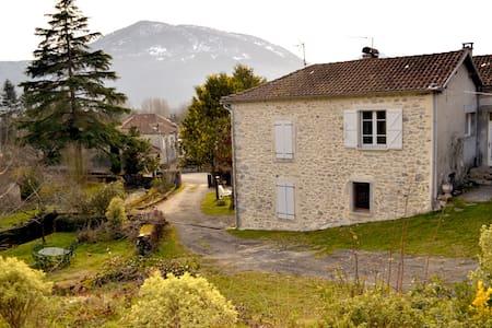 La petite maison dans les Pyrénées - Ore