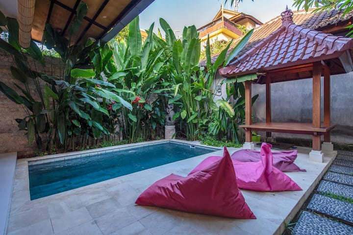 Villa Wikana Private Pool 2 BR walk Padma Beach