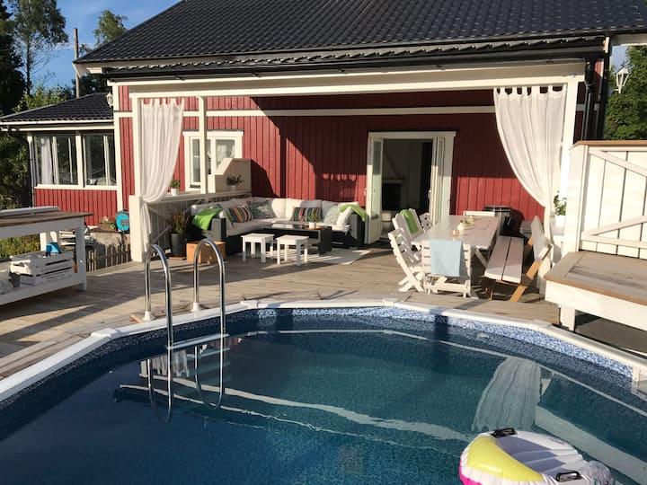 Härlig villa med pool i skärgården