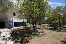 House with garden next to the sea, 6 Persons