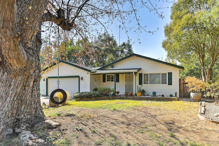 Hidden Charm Redding Home w/Game Room & Pool!