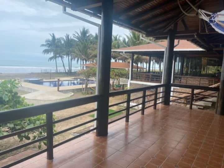 Casa Playera con 200 metros frente al mar