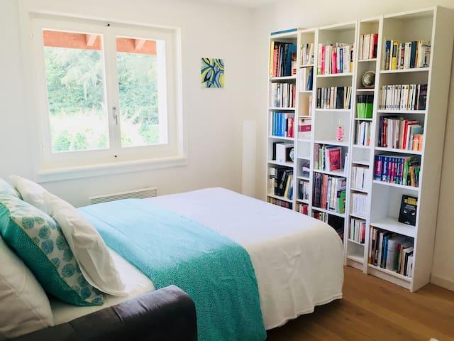 Charmante chambre avec jardin sous les oliviers