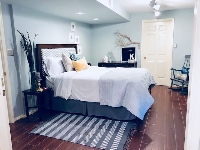 Big Bright Guest Suite; Family Style, close to Old Town, Metro, GW Parkway, Rt 1