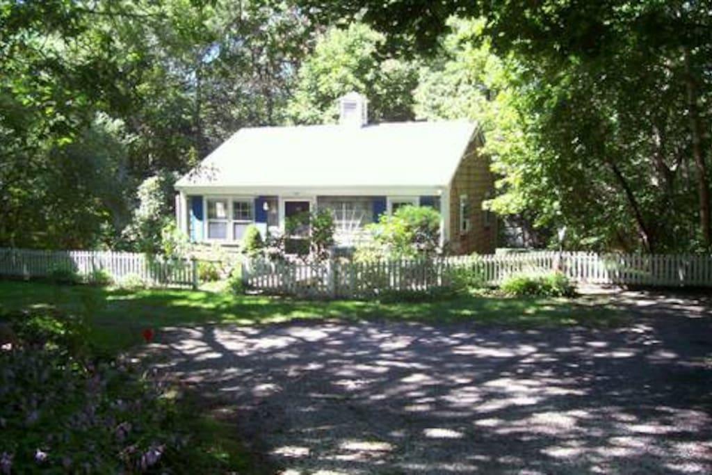 lark cottage martha 39 s vineyard isl houses for rent in. Black Bedroom Furniture Sets. Home Design Ideas