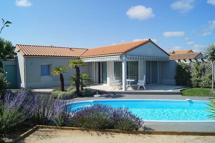 Très belle villa avec piscine à 800 m de l'océan