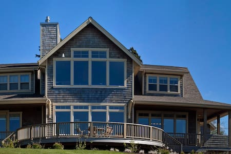 Large family home with ocean views! - Cannon Beach