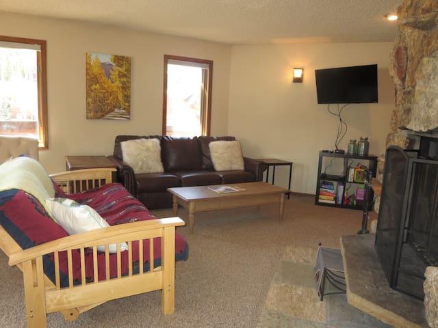 Winter Park Base Camp Condo-Backs to Fraser River - Winter Park - Apto. en complejo residencial