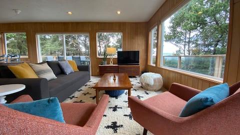 Beach House in the Pines - hot tub, walk to beach