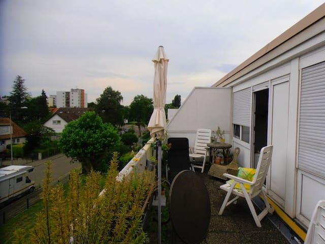 Sonniges, ruhiges Südzimmer mit großem Balkon