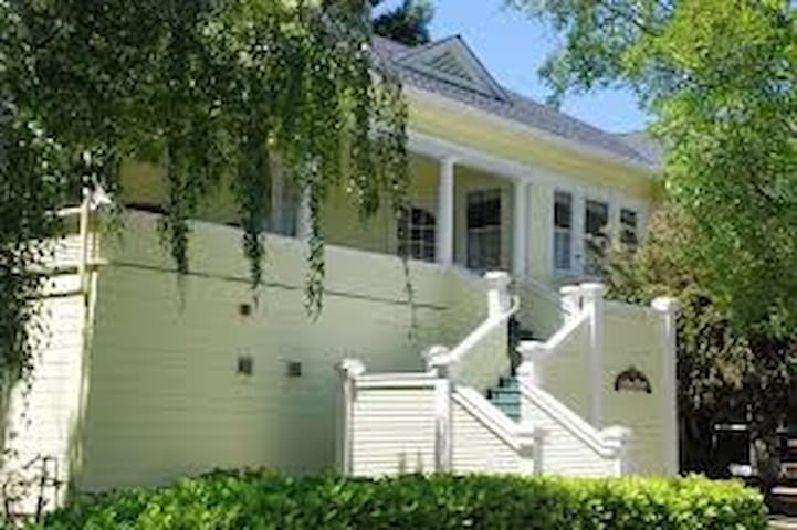 Historic Modern Wine Country Home - Cloverdale - Ev