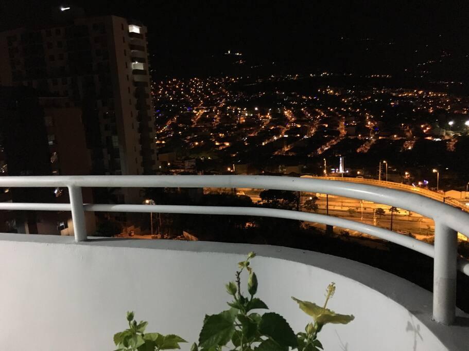 Balcón amplio y con vista