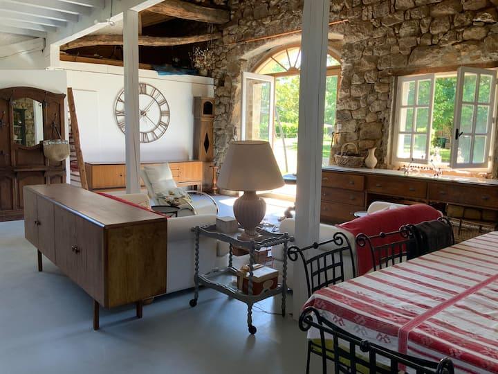 Gîte aménagé en loft dans la grange du Château