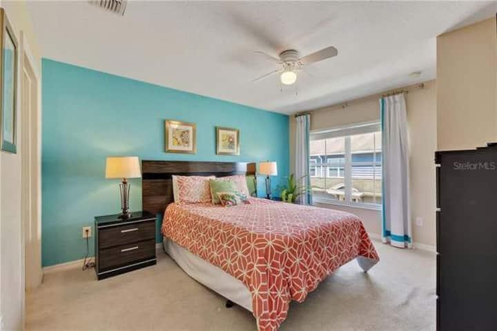 Cozy Bedroom with private bathroom close to Disney