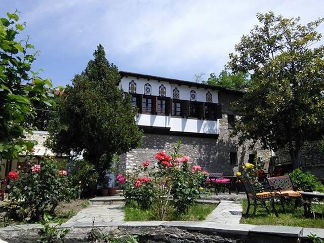 Το παραδοσιακό Αρχοντικό Κλείτσα - Portaria - Aamiaismajoitus
