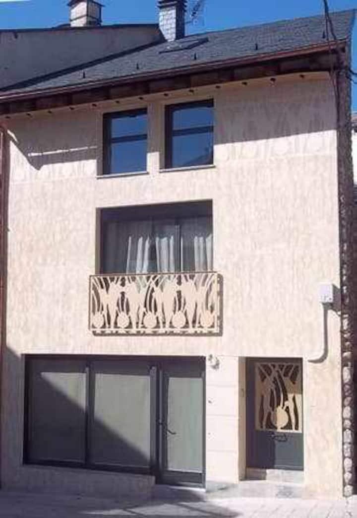 """""""Casa con arte"""" en el pirineo"""