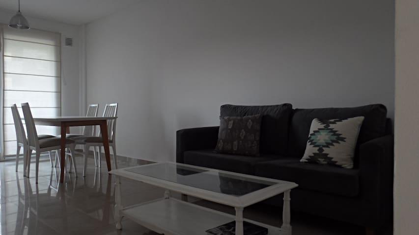 Luminoso y funcional departamento con parrilla - Lomas de Zamora - Apartment