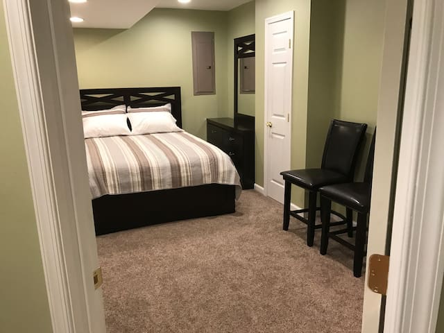 Private 2 Bedroom Basement Suite - Severn