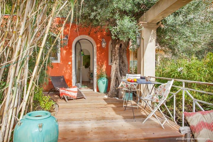 Mini cottage terrasse & vue mer au coeur de Bastia