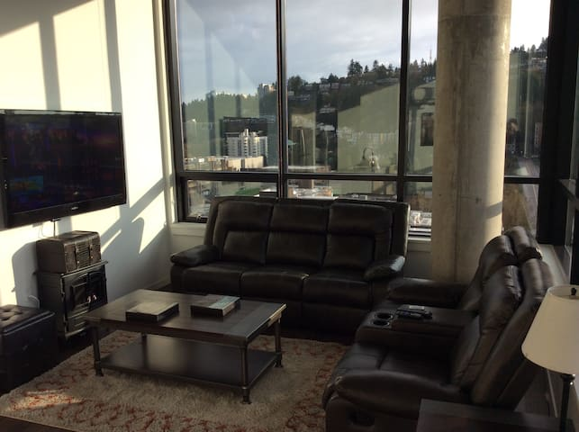 Downtown Penthouse overlooking PSU