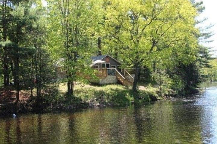 Log Cabin on Deer River- great view