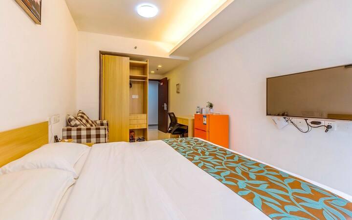 明亮飘窗大床房+舒适沙发「繁华市区~近旗峰公园」