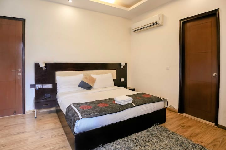 Business Suite in DLF Phase 3