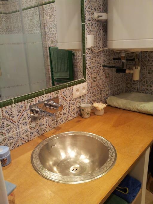 salle de bain de charme dans le style marocain