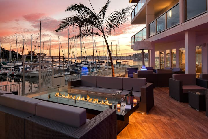 WORK, REST + PLAY IN BEAUTIFUL MARINA DEL REY