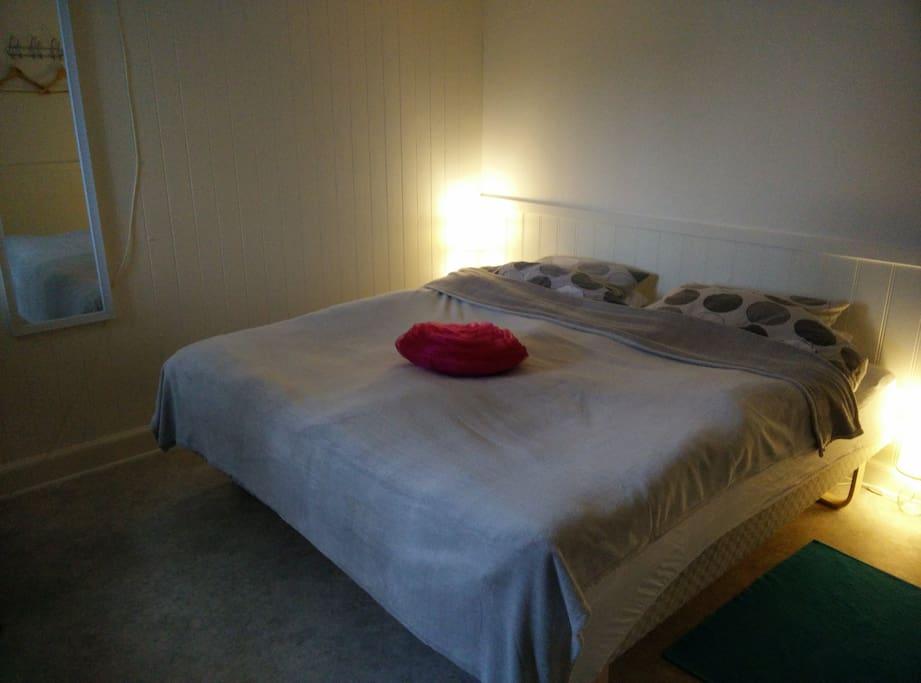 dobbelt v relse med to senge bed breakfasts zur miete in esbjerg d nemark. Black Bedroom Furniture Sets. Home Design Ideas