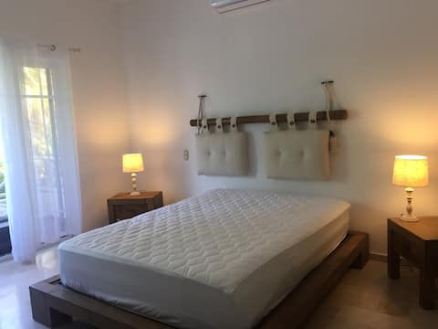 Bedroom 0.1KM from PuntaCana Beach Check this out!