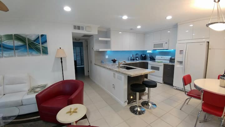 Beautiful Remodeled 2 bedroom Condo