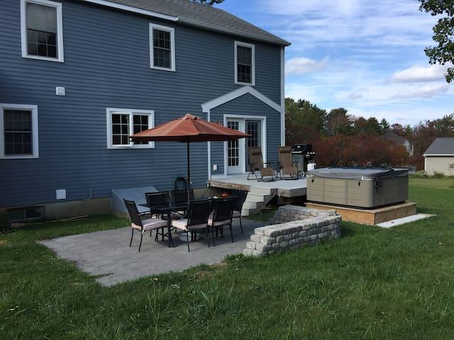 Entire House in Quiet, Convenient Neighborhood