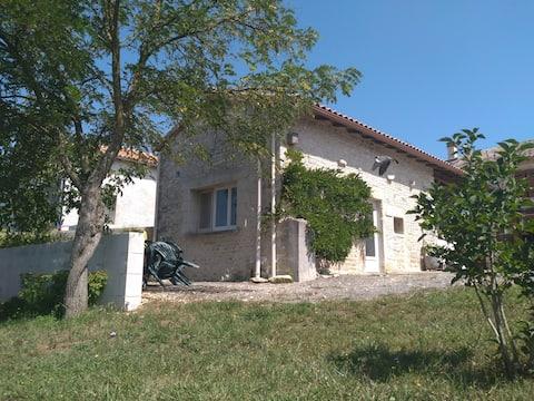 Maisonnette rénovée entre Bordeaux et Poitiers