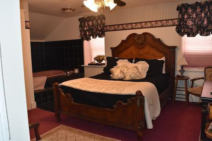 Historic B&B in the Amana Colonies Rawson's B&B #4