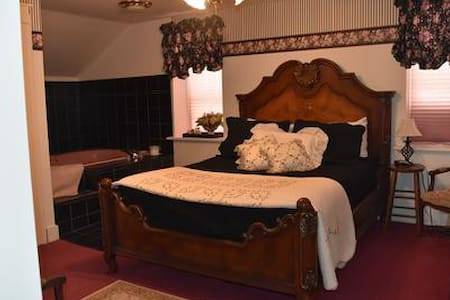Historic B&B in the Amana Colonies (#4) - Homestead