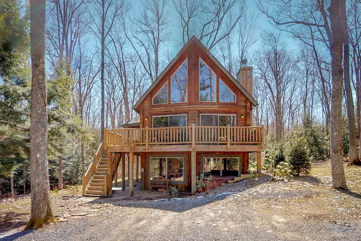 Premier chalet w/ private hot tub, pool table, firepit, & tranquil wooded views