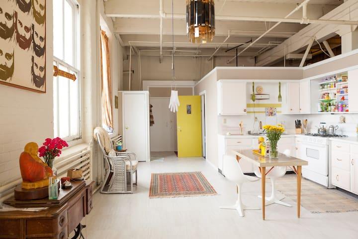 Great room in creative picturesque loft in OTR