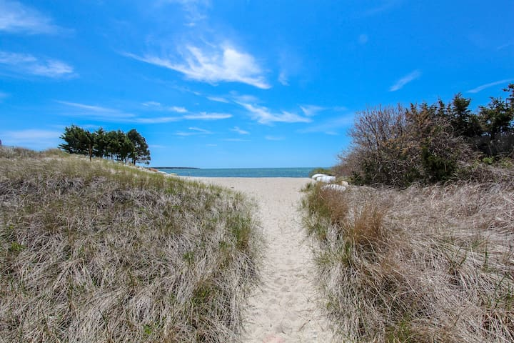 600 ft Walk to Ocean! Luxurious Renovated Cottage!