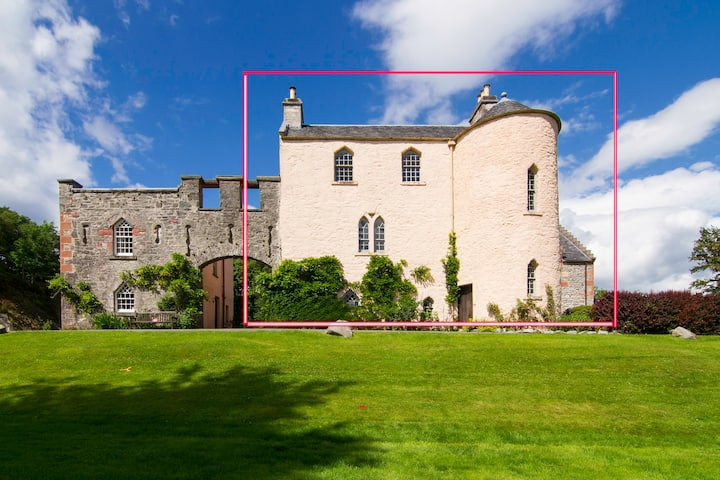 Duchray Castle - 16th Century Scottish Castle