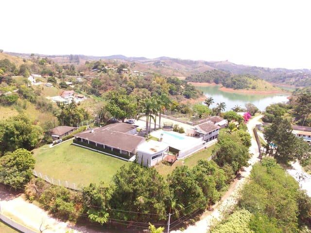 Chácara Cond. Fechado Vista  para represa Igarata