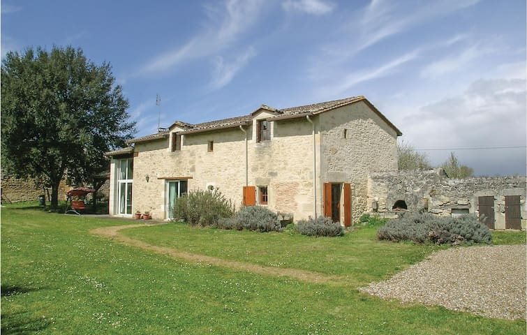 Holiday cottage with 3 bedrooms on 120m² in Montpeyroux