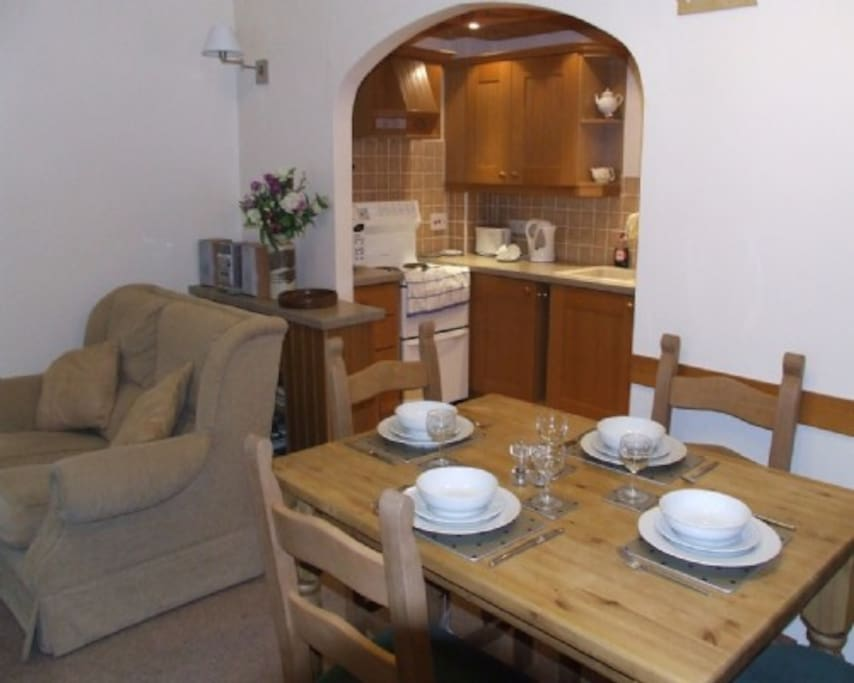 Heather Cottage, Lounge/ diner, Lakes Cottage Holidays
