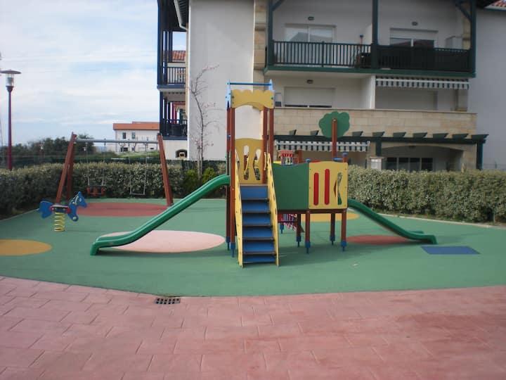 T2 Hendaye piscine et parc enfants proche plage