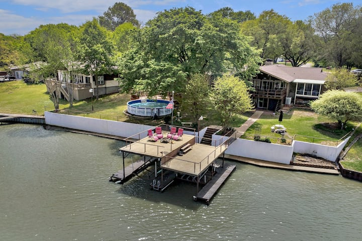 Lakefront getaway with game-room, pool, and dock!