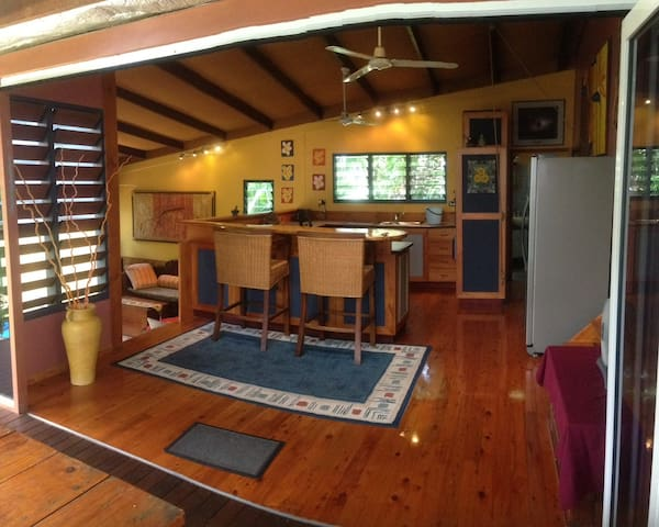Tropical modern house in Tiwi - Tiwi - Rumah