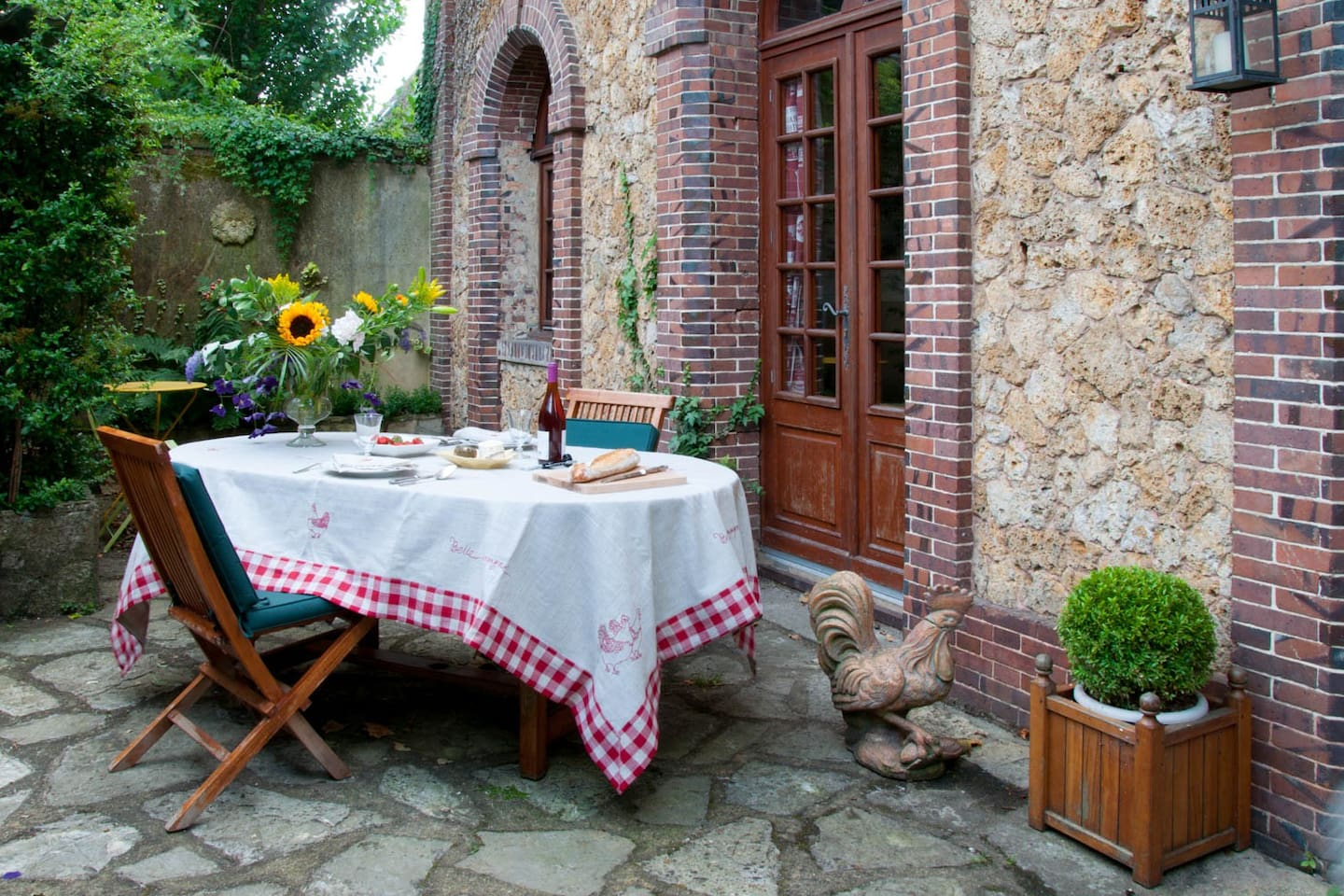 Enjoy your meals outside on the terrace.